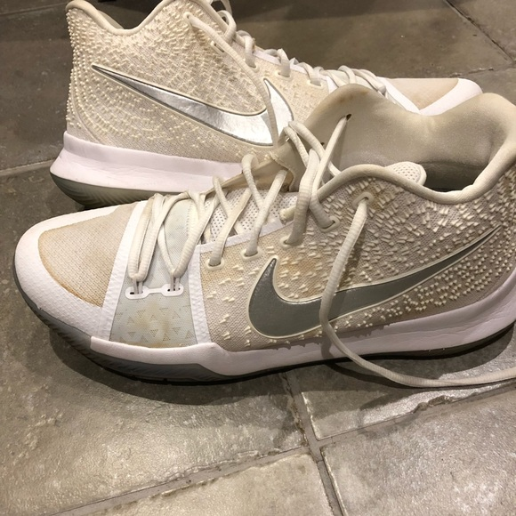sports shoes a9678 0326d Men s Kyrie 3. M 5cafeccc26219f394097a17c